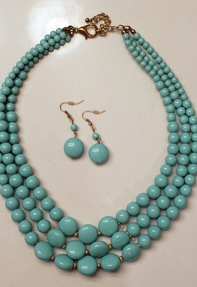 Forever 21 Jewelry - Necklace and Earring set
